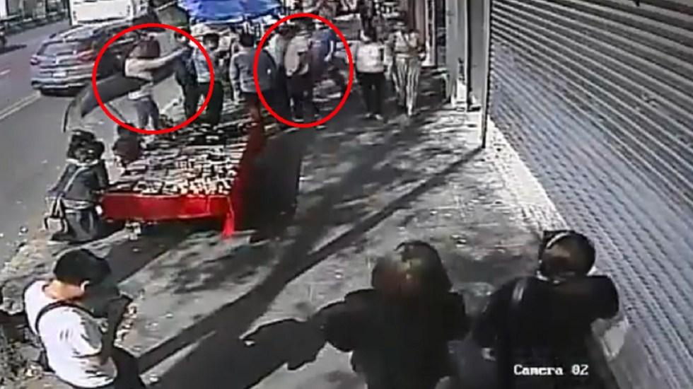 #Video Roban a peatones afuera del Metro San Antonio Abad - Captura de Pantalla