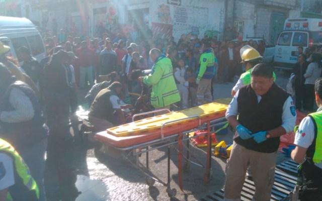 Combi se queda sin frenos y atropella a siete personas en Puebla - Foto de @PCPueblaCapital