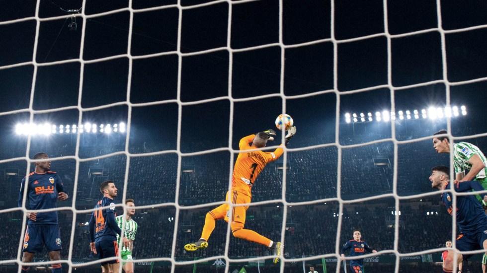 Valencia empata a dos goles con el Betis en semifinal de la Copa del Rey - El Valencia empató a dos goles con el Betis en la semifinal de la Copa del Rey. Foto de Jorge Guerrero/AFP