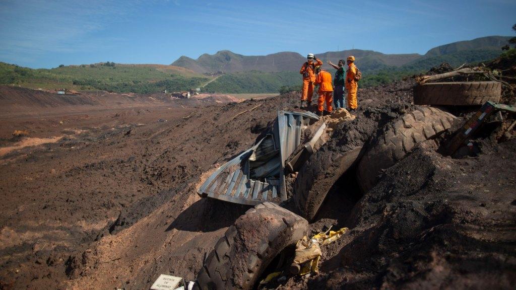 Desastre minero en Brasil deja 10 ciudades afectadas por río contaminado - Aumenta a 115 el número de muertos por ruptura de dique en Brasil