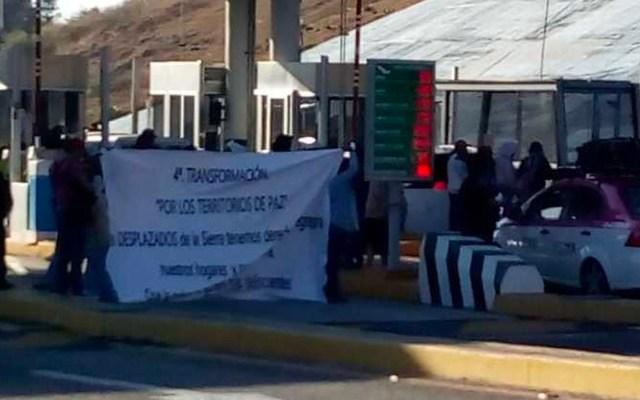 Desplazados tomaron caseta de la Autopista del Sol para recaudar fondos - Foto de Milenio