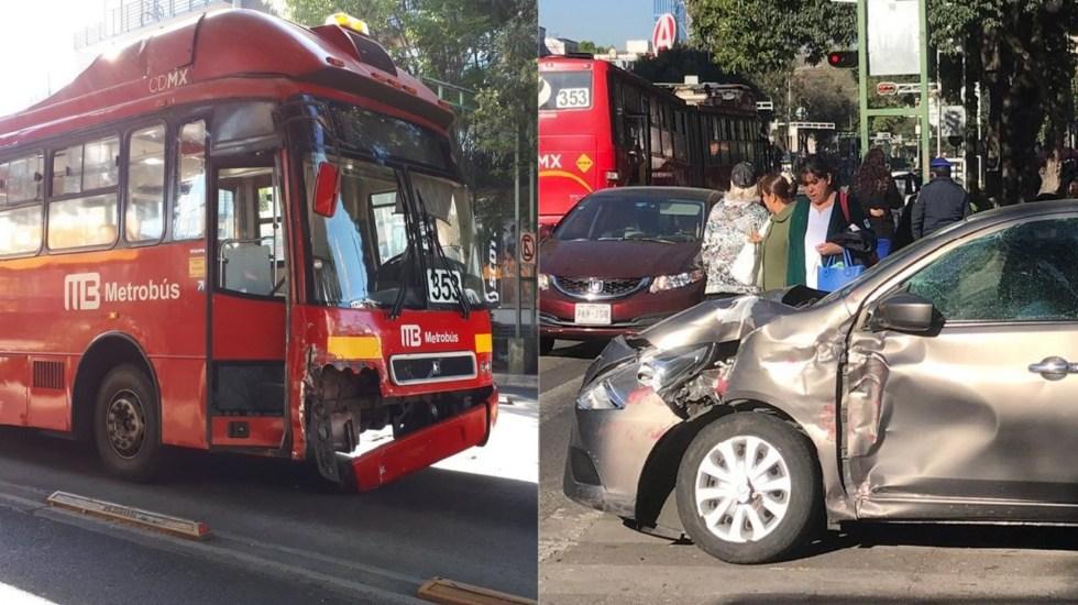 Choque de Metrobús deja cuatro mujeres lesionadas - Choque de Metrobús y auto. Foto de @jorgegonzalez00