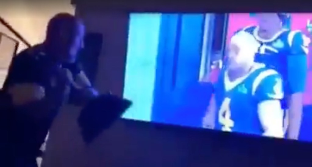 #Video Aficionado destruye televisión tras victoria de los Patriotas - Captura de Pantalla