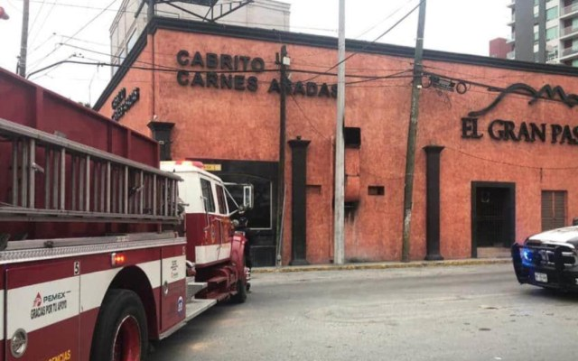 Desconocidos incendian restaurante en Monterrey - incendio el gran pastor