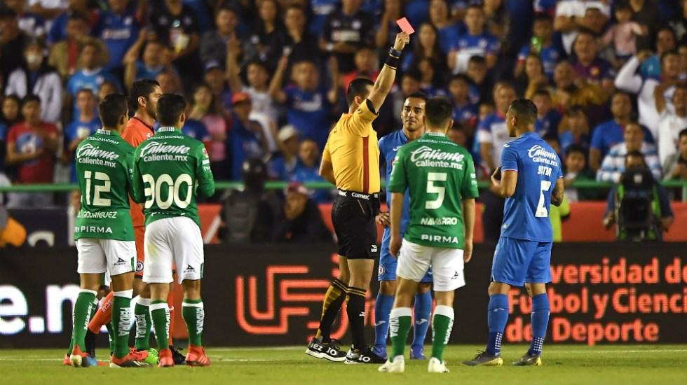 Cruz Azul presenta inconformidad por expulsión a Yoshimar Yotún - Foto de Mexsport