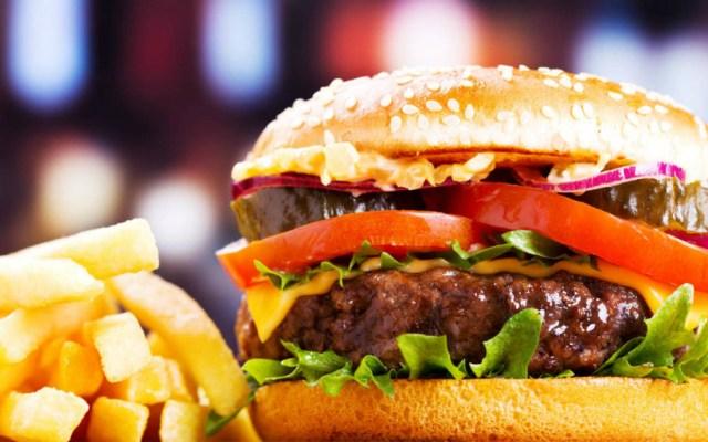 Comida alta en grasas y azúcar puede provocar sepsis severa - Foto de iStock
