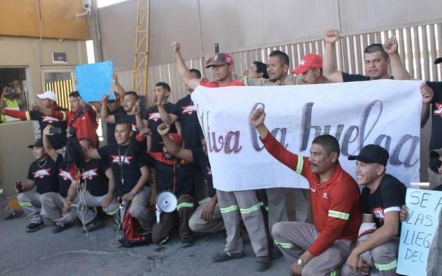 Estalla huelga en embotelladora de Coca-Cola en Matamoros - Huelga en planta de Coca-Cola en Matamoros. Foto de Milenio