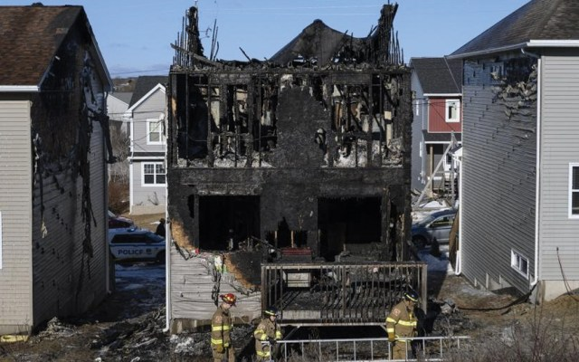 Mueren siete niños sirios en incendio de su casa en Canadá - Foto de AP