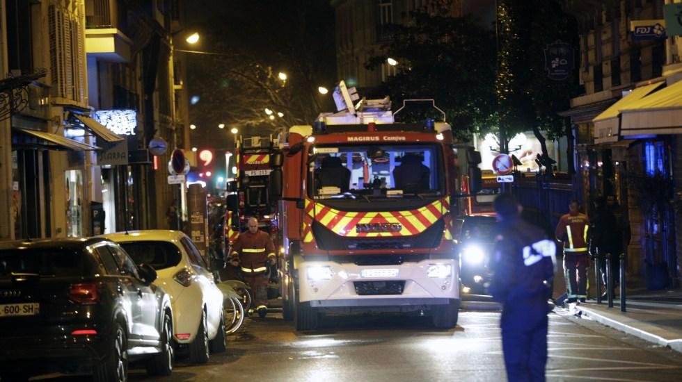 Incendio en edificio de París deja al menos siete muertos - Foto de Geoffroy VAN DER HASSELT/AFP