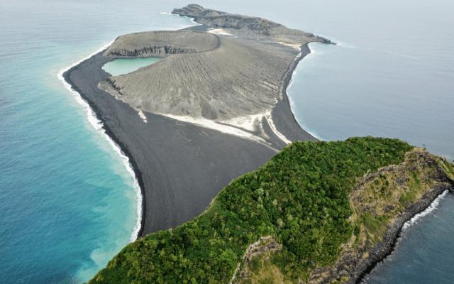 Isla surgida en 2015 es visitada por primera vez por la NASA - Isla volcánica Hunga Tonga-Hunga Ha'apai. Foto de Woods Hole