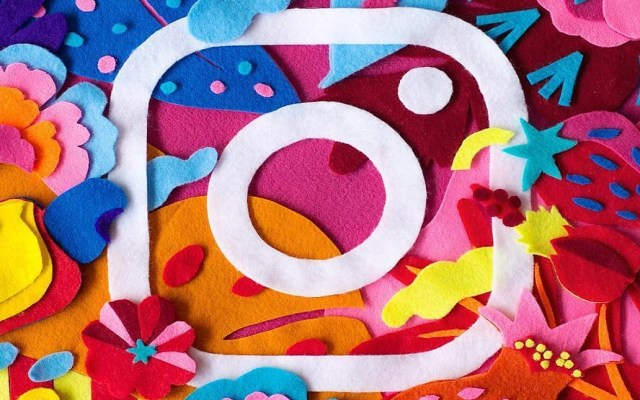 Instagram filtrará imágenes sobre el suicidio y autolesiones - Logo de Instagram en fieltro. Foto de @naima.almeida