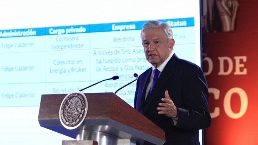 """López Obrador plantea veda de 10 años a """"chapulines fifís"""" - Foto de Notimex"""