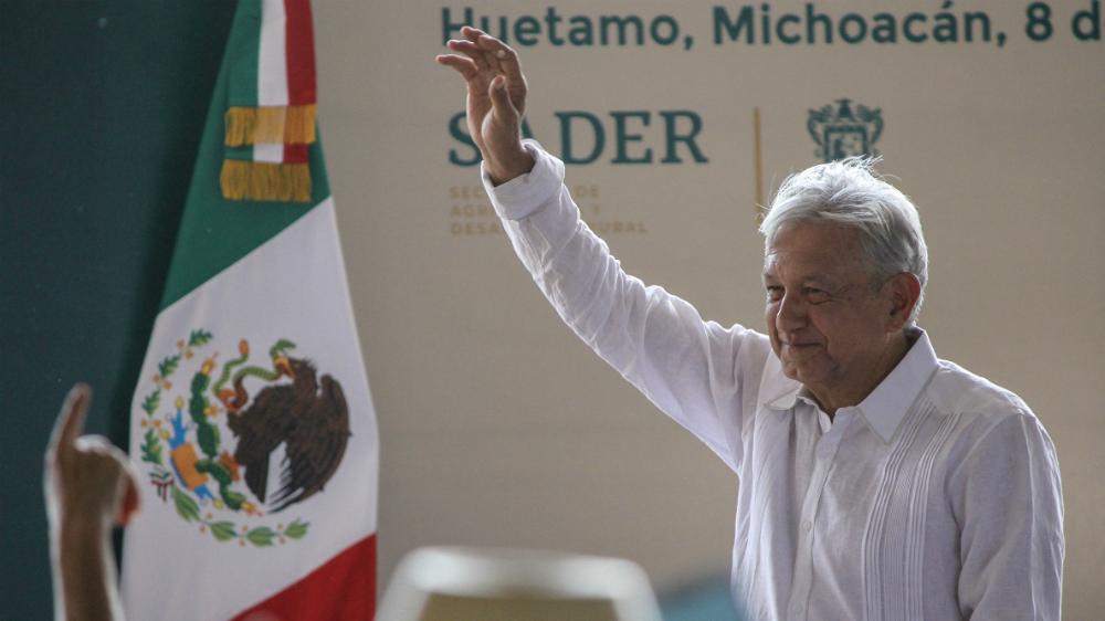 """López Obrador pide a maestros no ser """"rebeldes sin causa"""" - Foto de Notimex"""