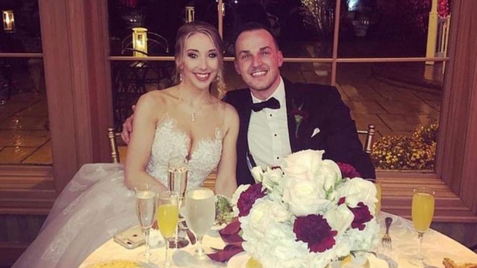 Novio intenta tener sexo con una mesera en su propia boda