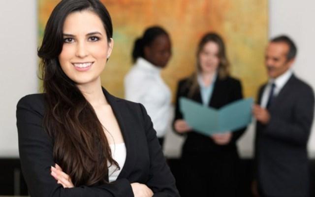 Las mujeres trabajan más tiempo que los hombres - Mujer ejecutiva. Foto de Internet