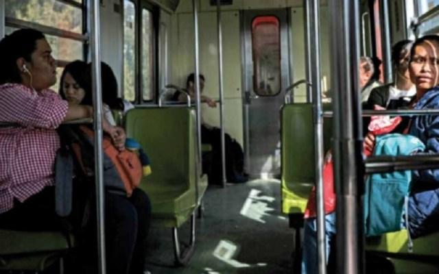 Exhortan a denunciar intentos de secuestro en el Metro - Mujeres en el Metro. Foto de Internet