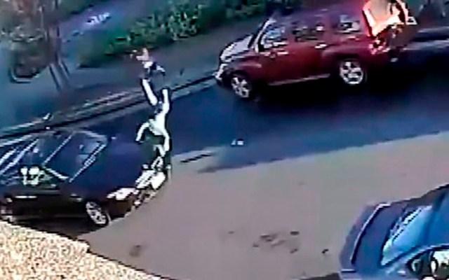 #Video Niña sale ilesa tras ser golpeada por auto en EE.UU.