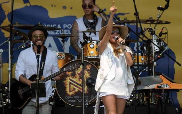 Paulina Rubio participó en el concierto Venezuela Aid Live que servirá de antesala al ingreso de ayuda a ese país - Foto de AFP