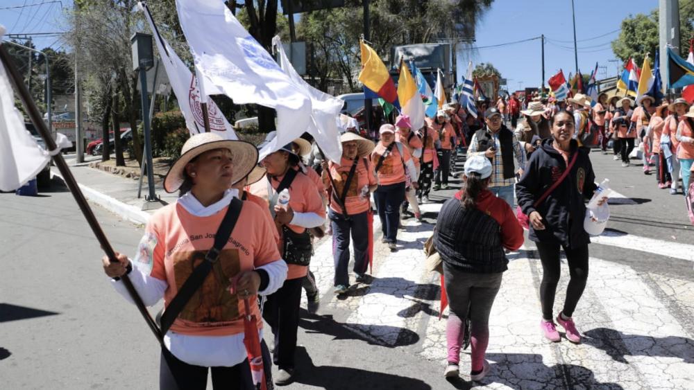 Llegan a Cuajimalpa 60 mil peregrinos; van rumbo a la Basílica - Foto de @AlcCuajimalpa