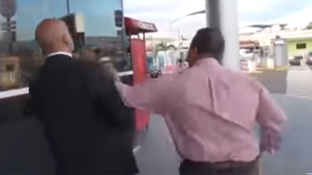 #Video Periodista hondureño agrede a representante diplomático de Guaidó - Captura de pantalla
