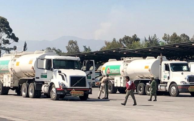 Inician operaciones primeras 50 pipas compradas por el Gobierno - Pipas de combustible. Foto de Notimex