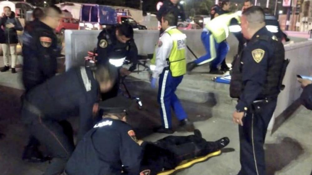 Balean a dos policías fuera del Metro La Raza. Noticias en tiempo real