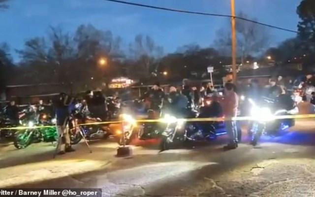 #Video Policías encienden sus motocicletas ante ejecución de asesino en Texas - Foto de @ho_roper
