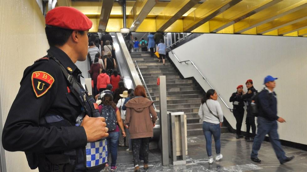 Camiones de RTP auxiliarán al Metro por mantenimiento de escaleras - Foto de Notimex