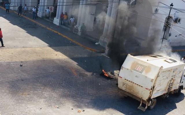 Protesta deja al menos un muerto, dos heridos y un camión quemado en Oaxaca - Foto de Quadratín