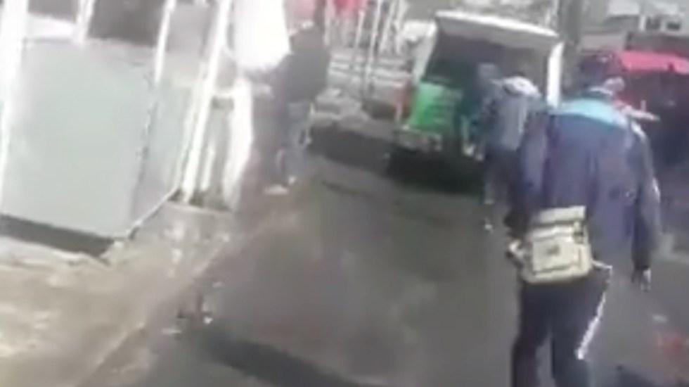 #Video Saquean camioneta de la CFE en movimiento - Captura de Pantalla