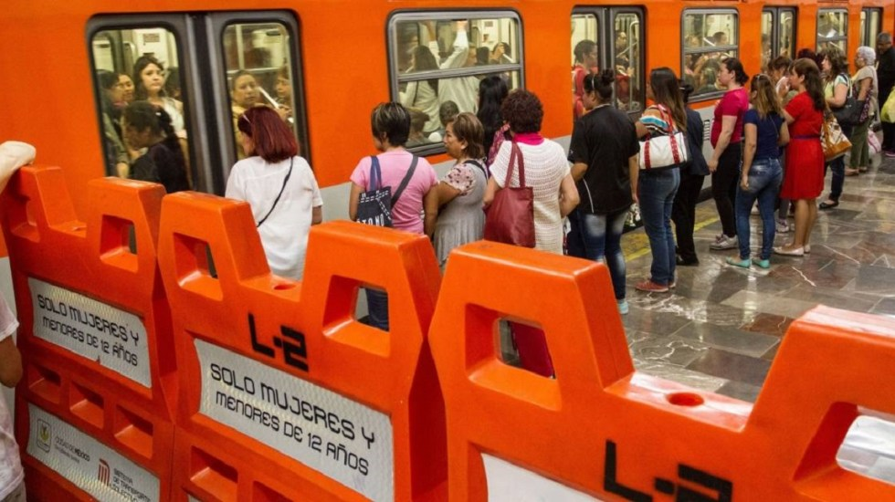 Detienen a dos hombres por acosar a mujeres en el Metro - Vagones especiales para mujeres en el Metro. Foto de Internet