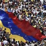 Estados Unidos sanciona a banco de desarrollo de Venezuela - Opositores de Maduro toman las calles de Venezuela