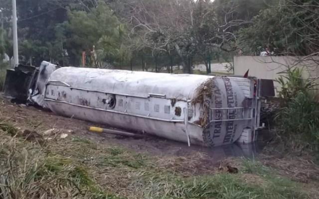 Vuelca pipa con gasolina en Tabasco - Foto de Noticieros Televisa