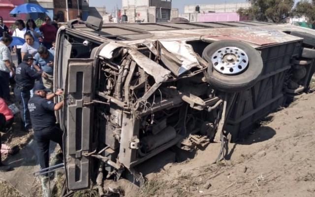 Volcadura de autobús en autopista México-Pirámides deja 22 lesionados - Foto de @alertasurbanas