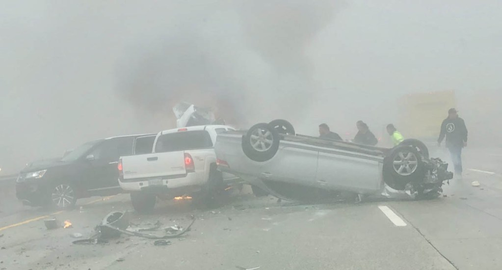 #Video Niebla provoca carambola con más de 30 heridos en California - Accidente en Interestatal 5 de California. Foto de @JenPhoLil
