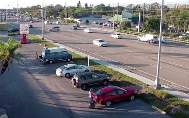 #Video Audi vuelca en autopista de Florida tras impacto con minivan - Captura de pantalla