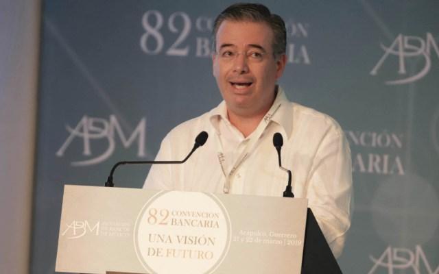 Tecnologías son una oportunidad para desarrollo económico: Banxico - Alejandro Díaz de León, gobernador del Banco de México. Foto de Notimex