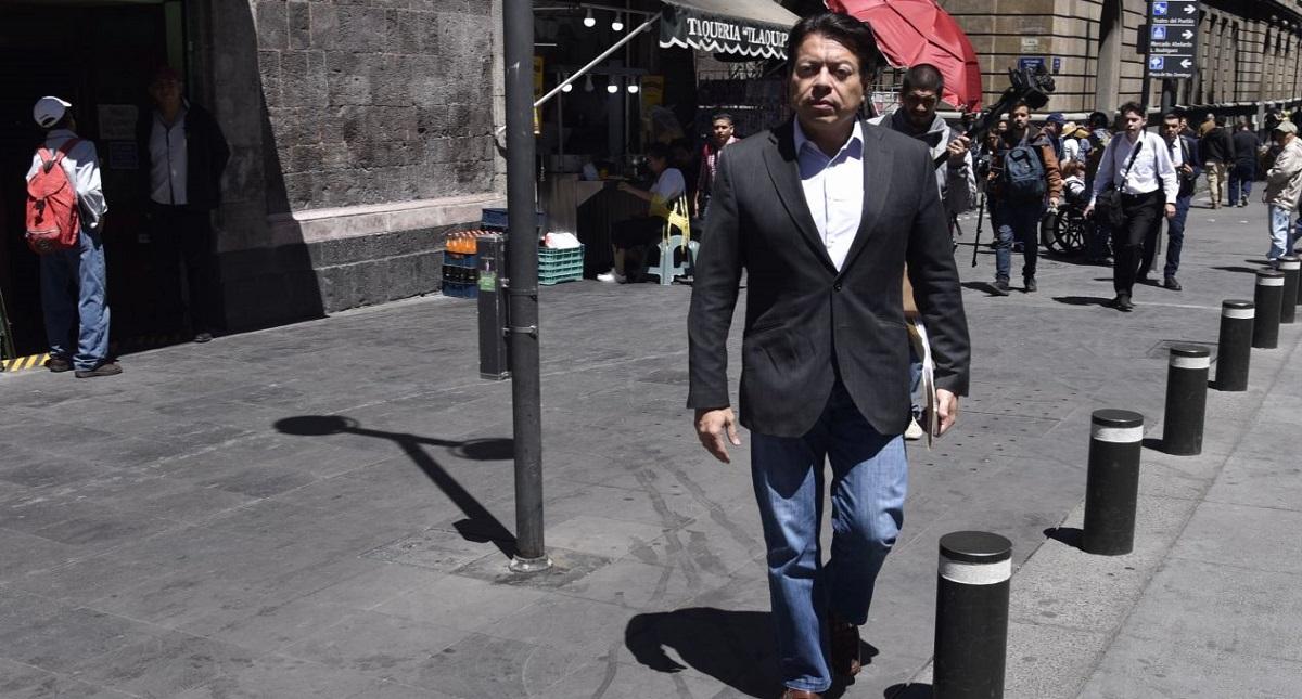 Arribo de Mario Delgado al diálogo con la CNTE. Foto de Cuartoscuro