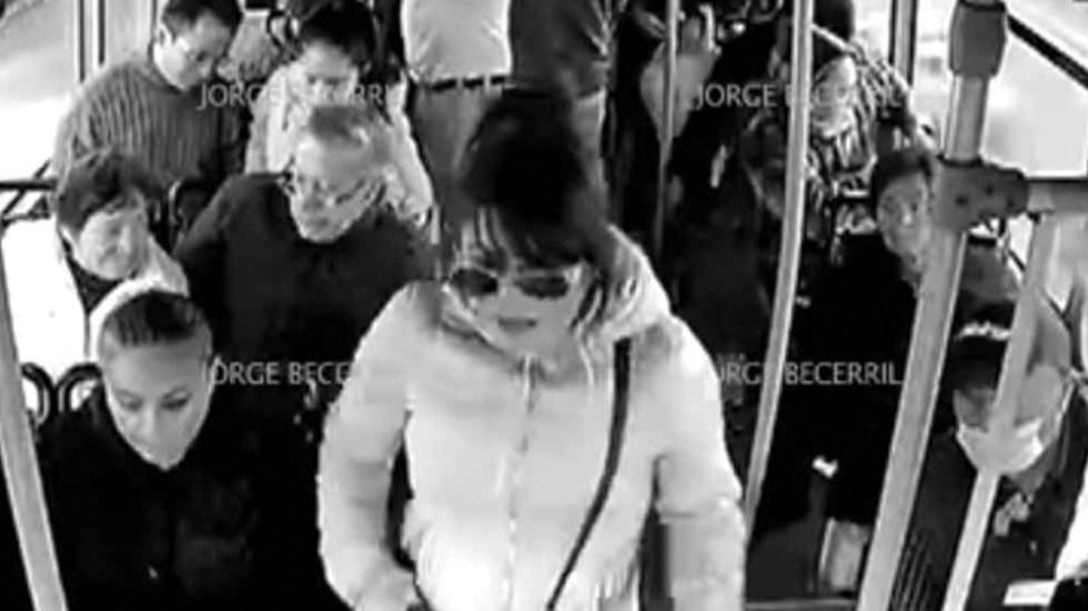#Video Mujer lidera asalto a transporte público en la Ciudad de México - Mujer lidera asalto a transporte público en la Ciudad de México