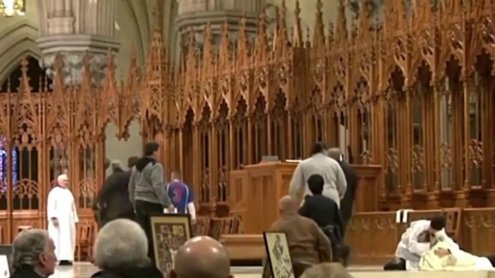 #Video Atacan a sacerdote en plena misa en Canadá - atacan a sacerdote en iglesia en Nueva Zelanda