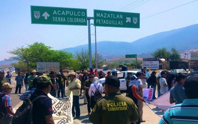 Bloqueo en la Autopista del Sol por desaparición de Gonzalo Molina - Foto de @ReporTorres