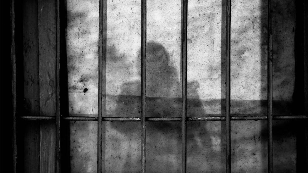Detienen a alcalde oaxaqueño por ordenar el asesinato de una familia - Imagen ilustrativa de una celda. Foto de Ye Jinghan para Unsplash