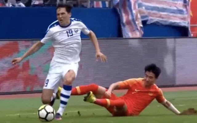 #Video Club chino suspende a jugador por fracturar tibia de rival - Foto de captura de pantalla