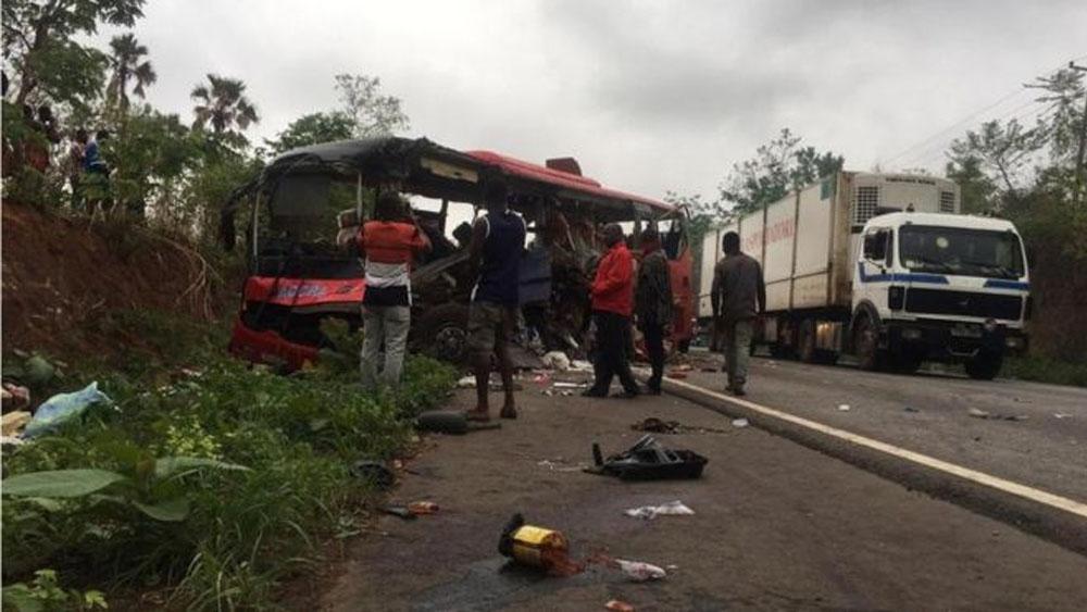 Al menos 60 muertos en choque de autobuses en Ghana - Foto de BBC