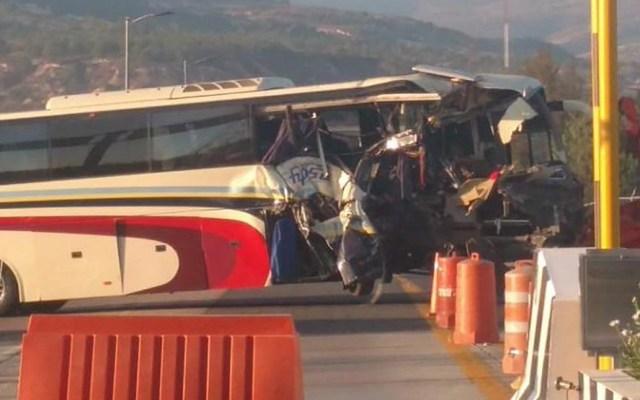 #Video Choque entre autobús y torton dejan nueve heridos graves - Choque entre autobús y torton. Foto de Quadratín