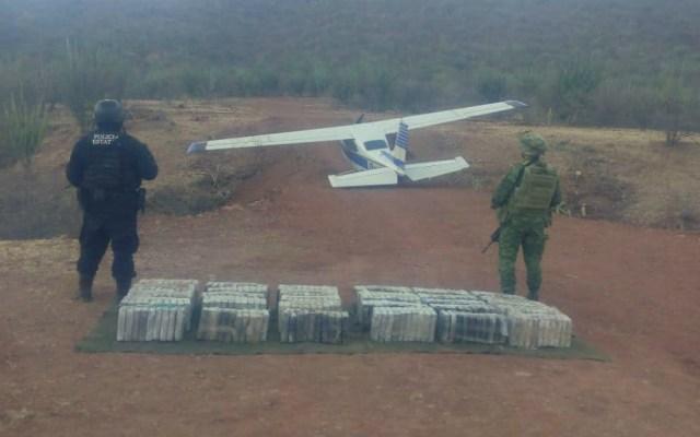 Decomisan en Guerrero avioneta con paquetes de cocaína - Foto de Vocería de la Coordinación para la Construcción de la Paz y la Seguridad