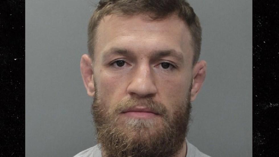 Detienen a Conor McGregor por destruir celular de fan que quería una selfie - Foto de TMZ