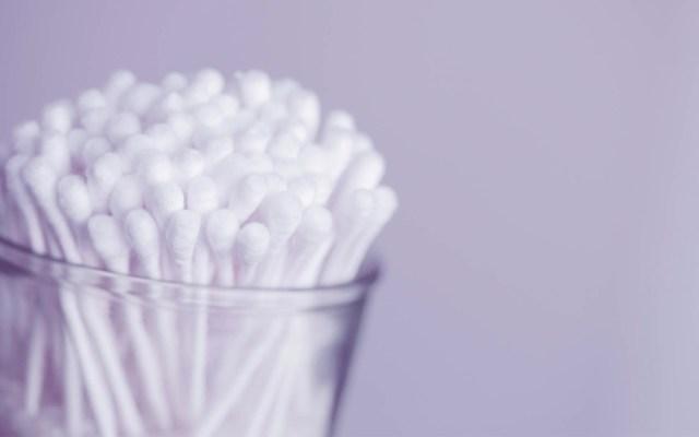 Hisopos podrían provocar bolsas de pus en los oídos - Foto de Sharon McCutcheon para Unsplash