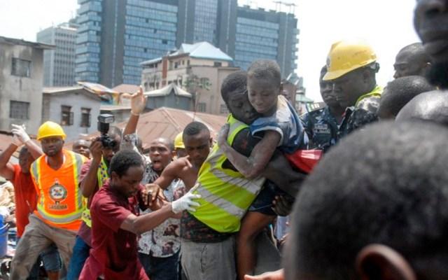 Suman 25 muertos tras derrumbe en escuela de Nigeria - Foto de AFP