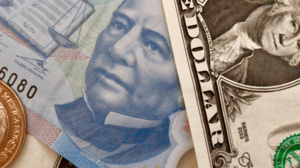 Dólar cede nueve centavos ante el peso - Foto de El Big Data